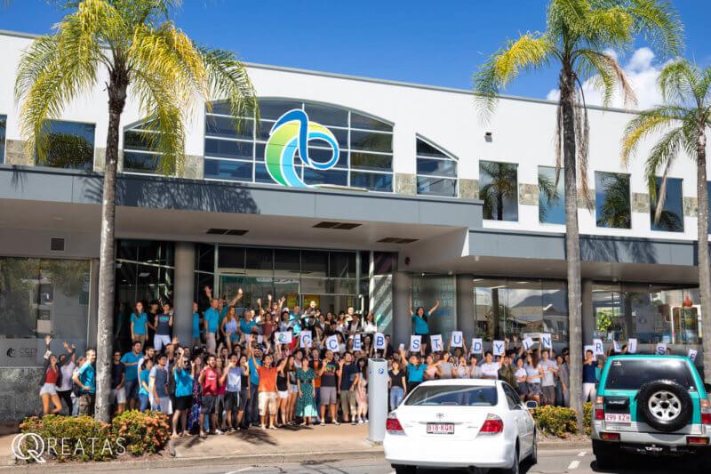 CCEB新校舎と全生徒